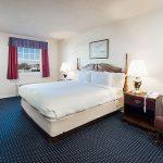 Beaufort Inn bedroom with queen bed